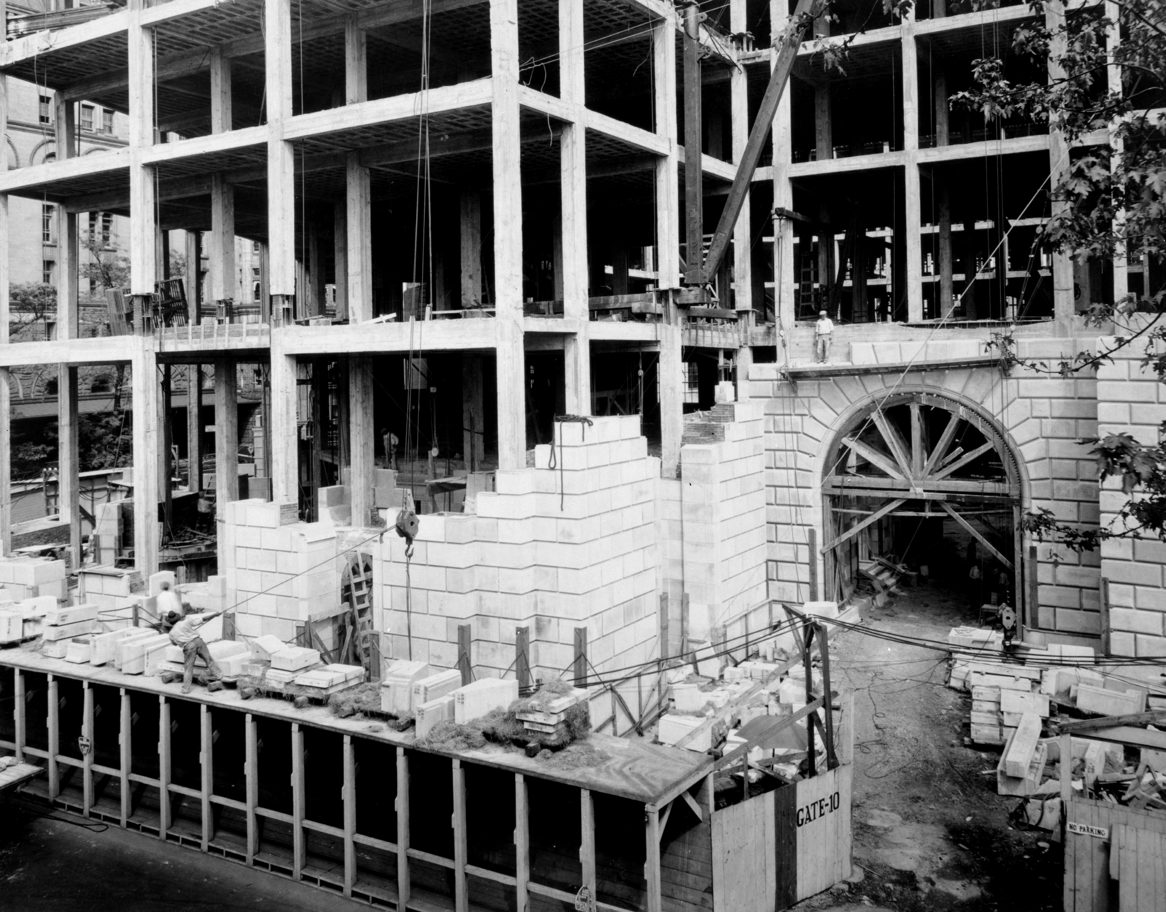 Construction detail of the limestone facade and steel framing.