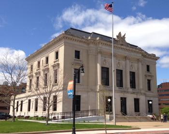 Full exterior shot of the Eau Claire U.S. Courthouse