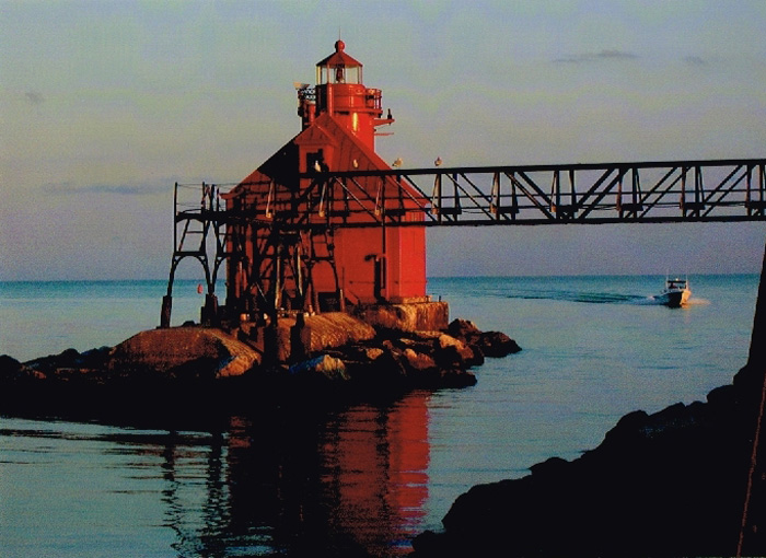 Medium shot of red house and light tower of Sturgeon Bay Lighthouse