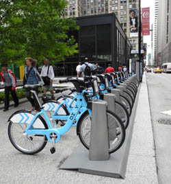 Bike share rack on Chicago Federal Plaza