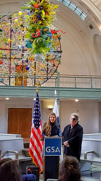 Picture of Dale and Leslie Chihuly at podium during Tacoma Union Station Chihuly gift event